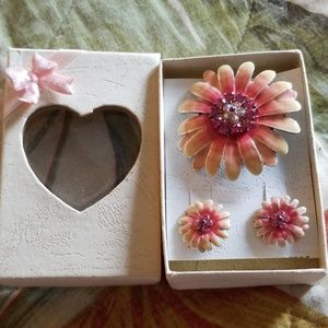 Floral Earrings and Matching Pin Set in Bow Box!